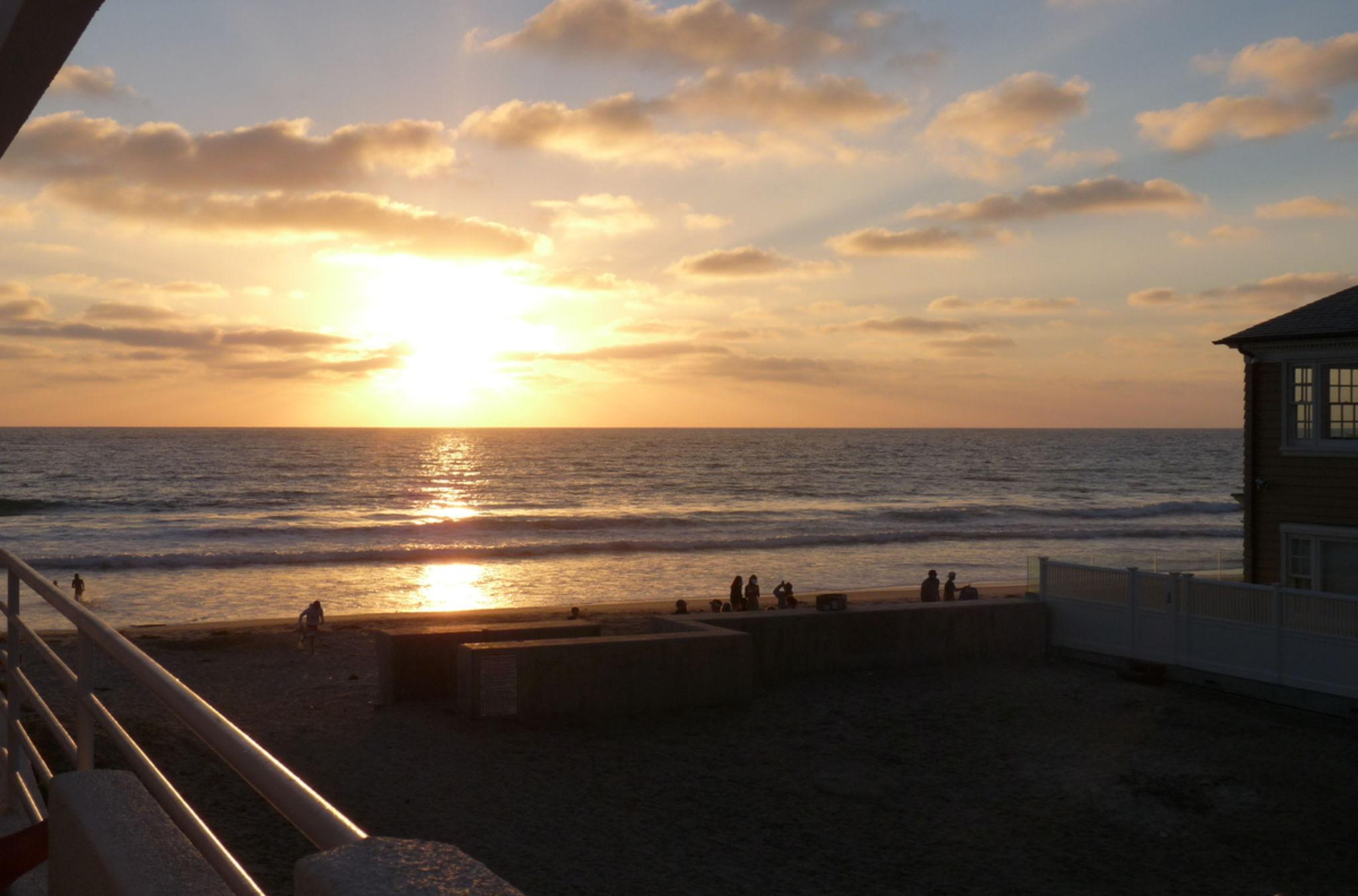 Wlw0y8_clapp_condo_sunset_1_web_ipad_pro