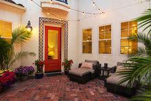 U9pxxr_yg_property_2746_e_bainbridge_photo_jpg_300_01_patio_01_web_cropped_2x