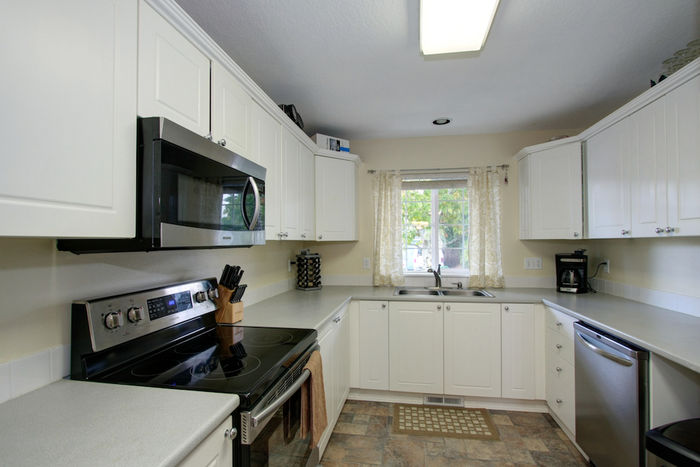 Kitchen w/stainless steel appliances