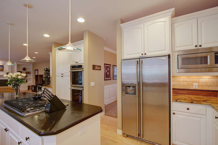 Stainless Steel Appliances including Viking Pro Series 6 Burner gas Cooktop, Downdraft, and Thermador Double Oven