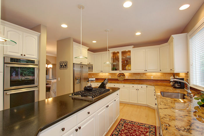 Kitchen with Cooktop Island