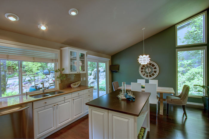Kitchen/Dining rooms