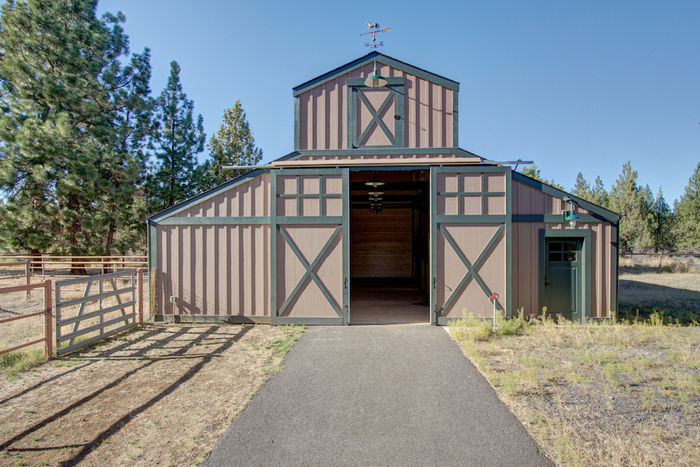 New 5 stall barn
