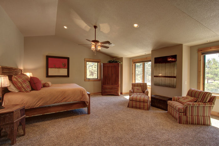 Third suite with vaulted ceiling