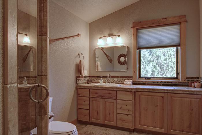 Luxury full bathroom for third suite