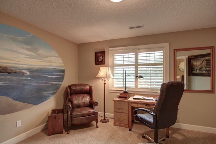 Second bedroom with seascape mural & walk-in closet