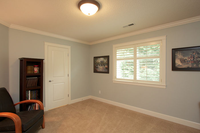 Third bedroom with shared bath access & walk-in closet
